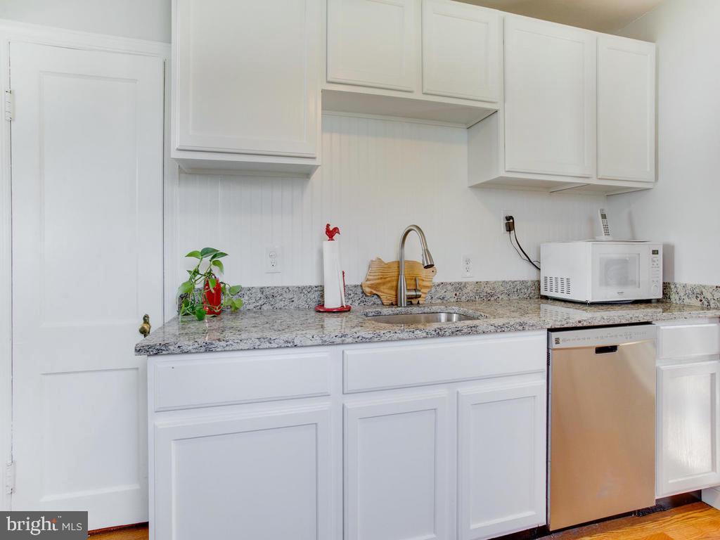 Granite counters, beautiful! - 6808 PICKETT DR, MORNINGSIDE