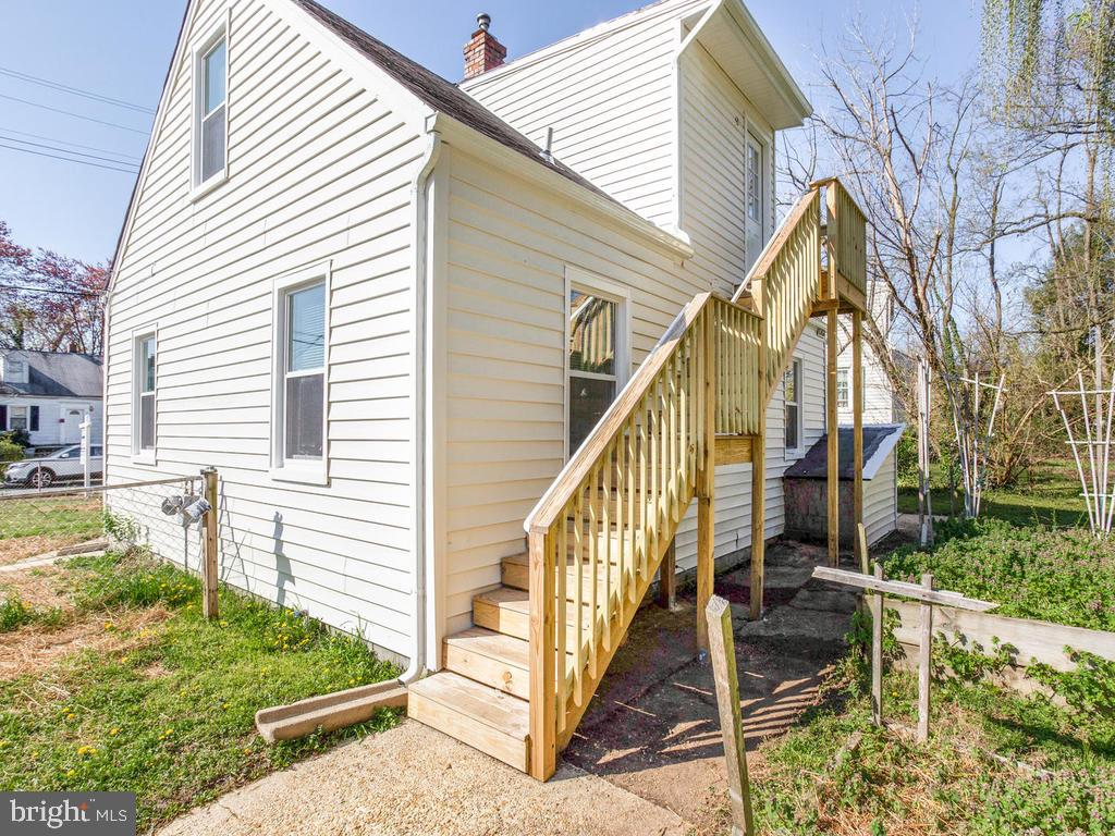 Separate Entrance and could be a rental - 6808 PICKETT DR, MORNINGSIDE