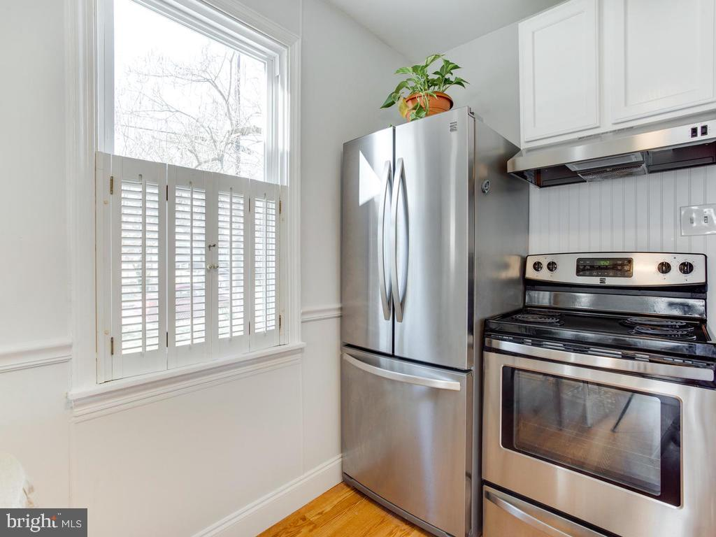 Stainless large frig, stove and newness! - 6808 PICKETT DR, MORNINGSIDE