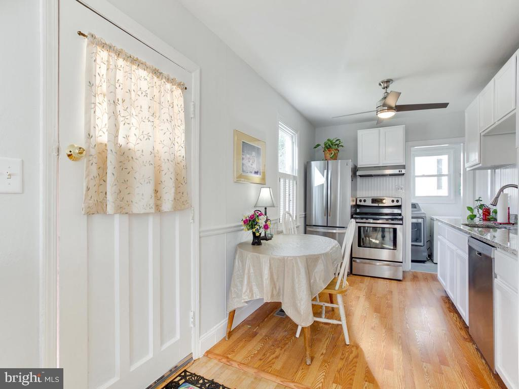 Eat-in kitchen and sunny sunny sunny - 6808 PICKETT DR, MORNINGSIDE