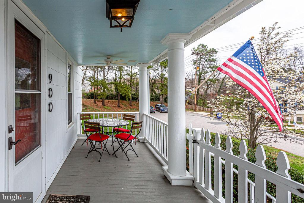 Sit up on the front porch and see the neighborhood - 900 N FREDERICK ST, ARLINGTON