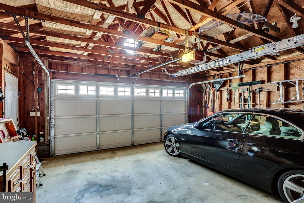 Fantastic 2 car garage! - 900 N FREDERICK ST, ARLINGTON