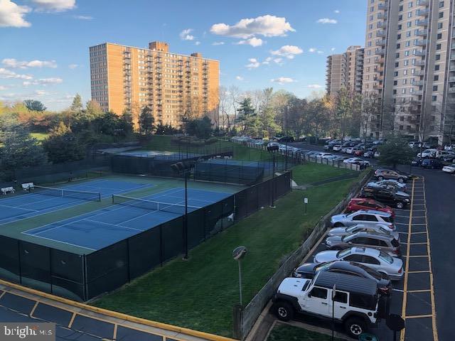 View of outdoor Tennis Courts - 203 YOAKUM PKWY #317, ALEXANDRIA