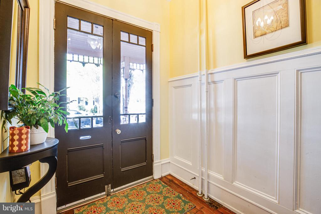 Grand entrance with double doors. - 1112 CHARLES ST, FREDERICKSBURG