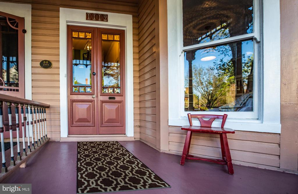 Inviting Front porch - 1112 CHARLES ST, FREDERICKSBURG