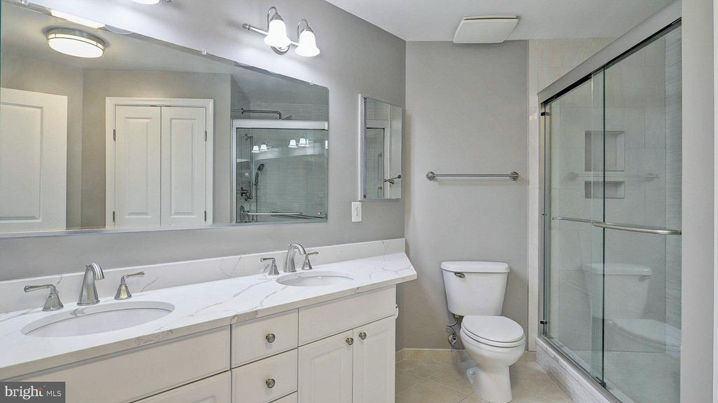 Master Bath - 3650 S GLEBE RD #651, ARLINGTON