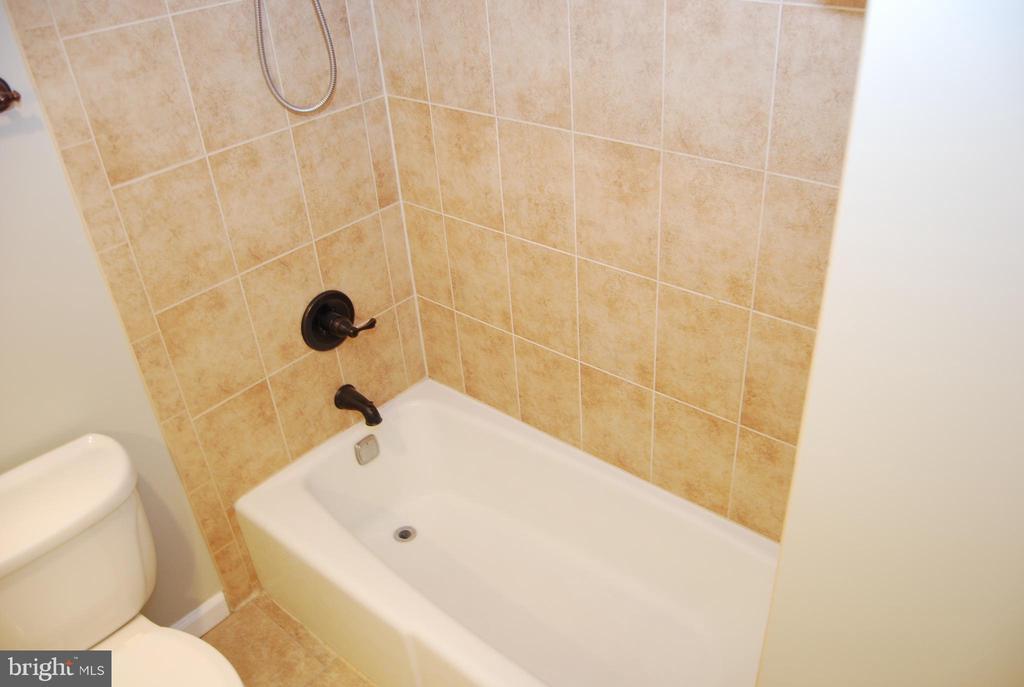 Bathroom #2 - 5500 HOLMES RUN PKWY #1517, ALEXANDRIA