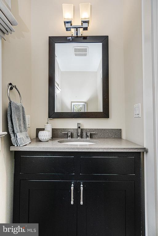 Half bath on main level - 231 N EDGEWOOD ST, ARLINGTON