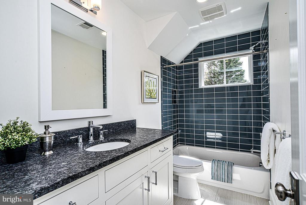 2nd Full bath on upper level - 231 N EDGEWOOD ST, ARLINGTON
