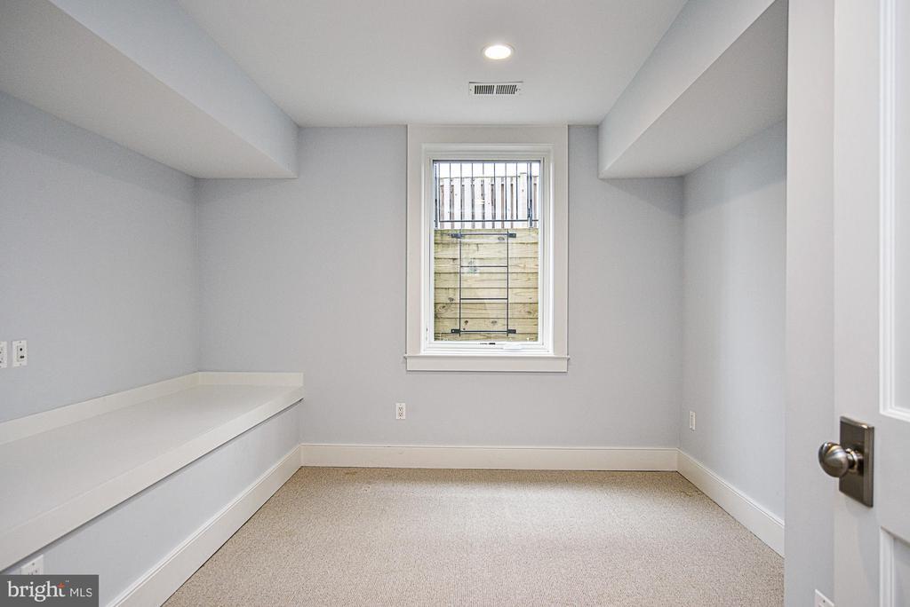 5th bedroom on lower level - 231 N EDGEWOOD ST, ARLINGTON