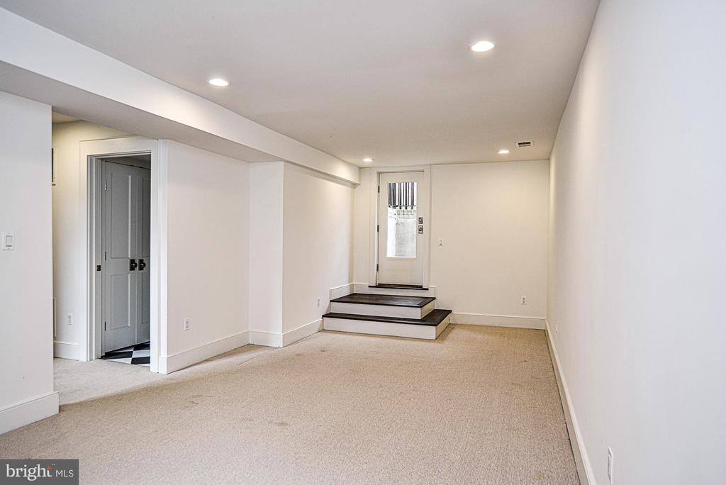 Spacious Rec Room with recessed lighting - 231 N EDGEWOOD ST, ARLINGTON