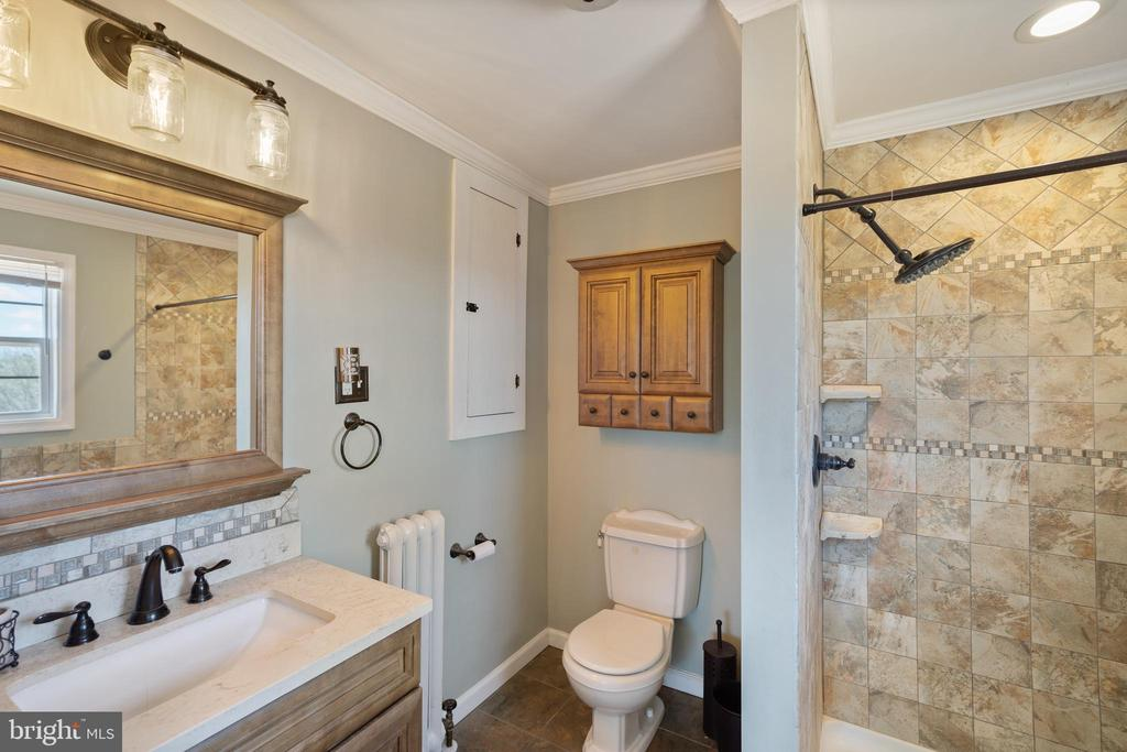 Main Level Bathroom - 9583 OPOSSUMTOWN PIKE, FREDERICK