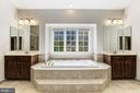 A beautiful master bath with dual vanities - 43965 RIVERPOINT DR, LEESBURG