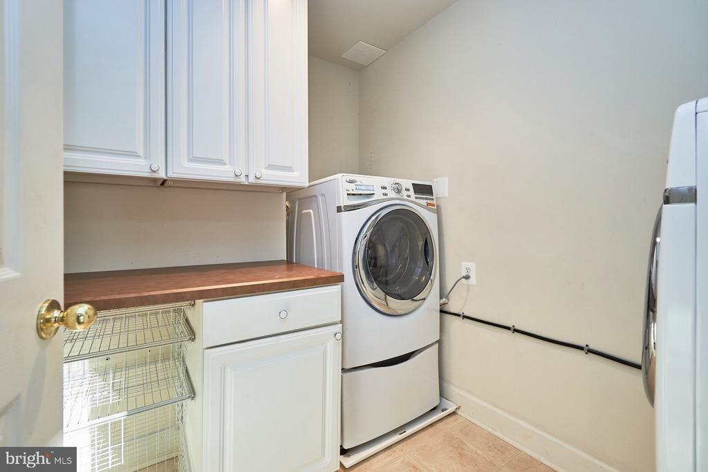 Upper Level Laundry Room - 18441 LANIER ISLAND SQ, LEESBURG