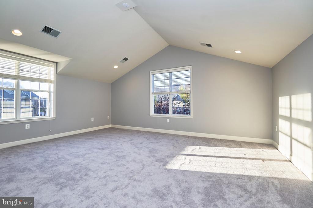 Bonus Bedroom Suite - 18441 LANIER ISLAND SQ, LEESBURG
