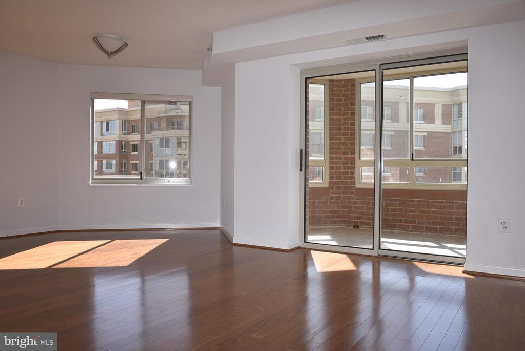 Living Rm and Dining rm lead to the Encl Balcony - 2151 JAMIESON AVE #1903, ALEXANDRIA