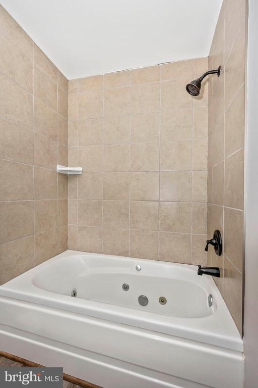 Hall Full Bath - 524 GATEWAY DR W, THURMONT