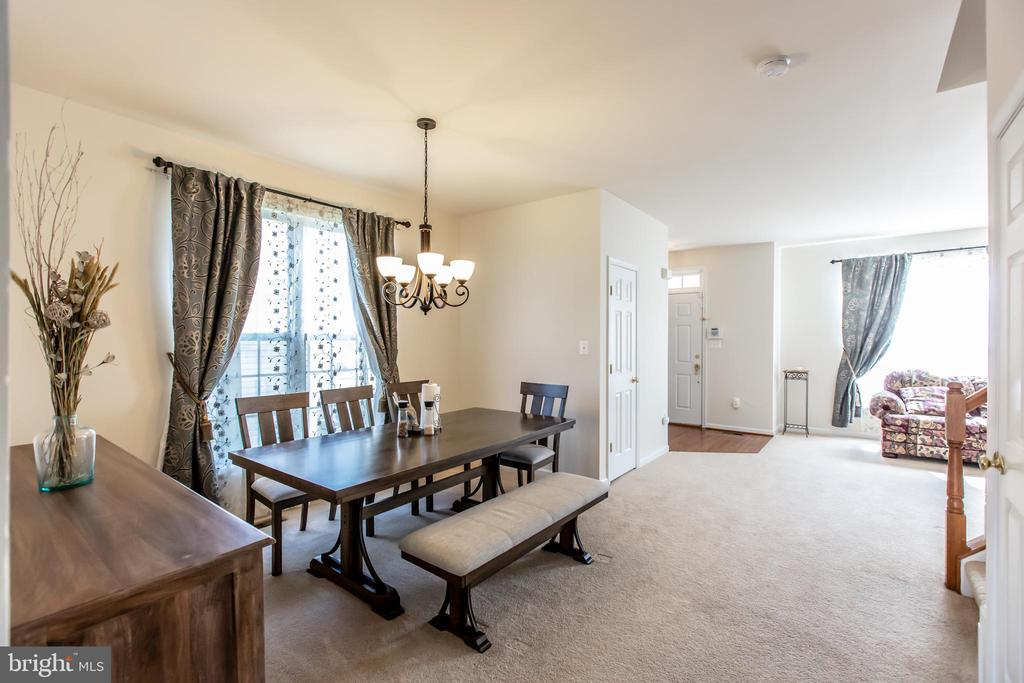 Dining/Living Combo! - 9648 SAYBROOKE DR, BRISTOW