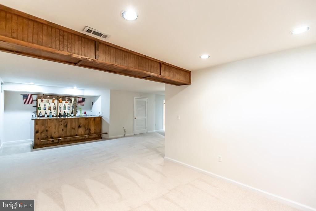 Basement Recreation Room with Built in Bar! - 9648 SAYBROOKE DR, BRISTOW