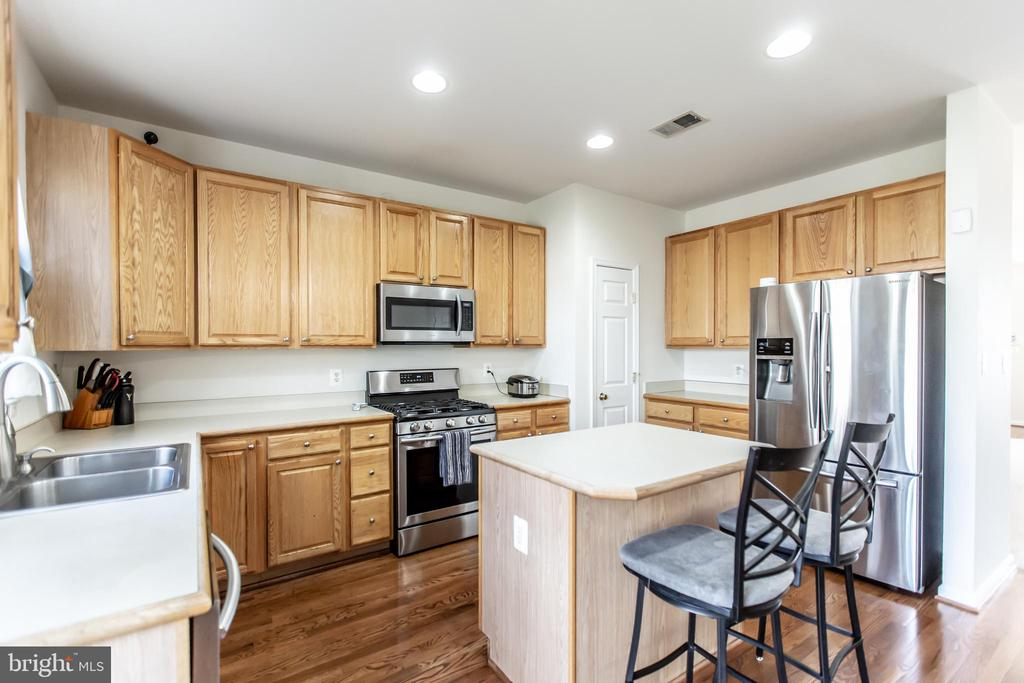 Lots of Counter Space! - 9648 SAYBROOKE DR, BRISTOW