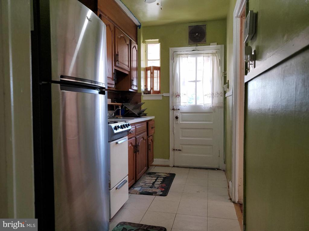 Kitchen with door to back deck and fenced yard - 5319 AMES ST NE, WASHINGTON