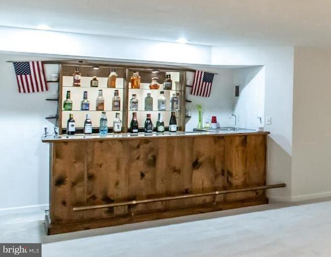 Built in Bar with Sink! - 9648 SAYBROOKE DR, BRISTOW