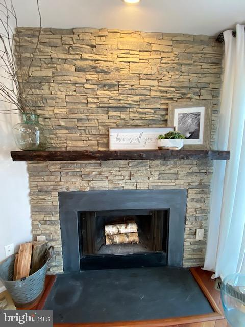 New stone fireplace facade - 6650 HARBOR LIGHT WAY, NEW MARKET