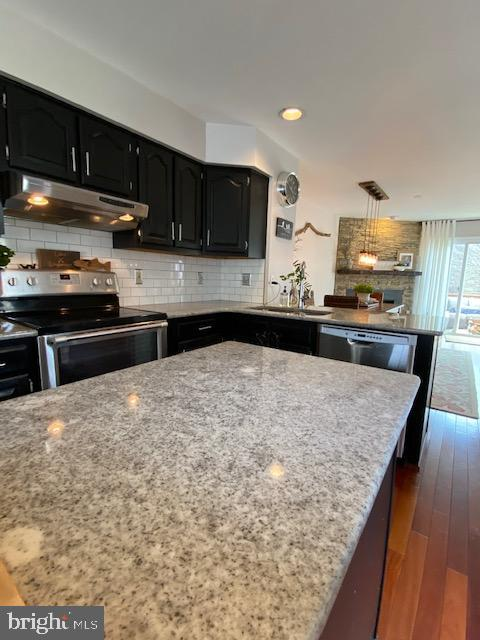 Look at the granite!  Updated and hip! - 6650 HARBOR LIGHT WAY, NEW MARKET