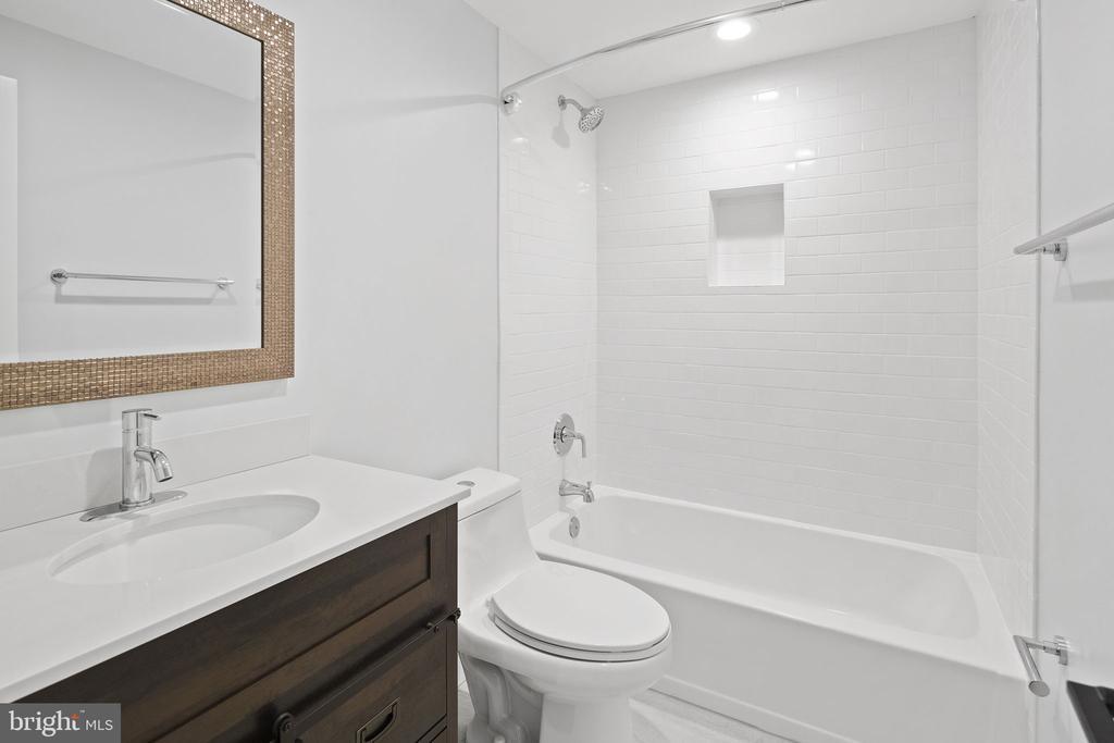 Updated hall full bathroom - 1130 N UTAH ST, ARLINGTON