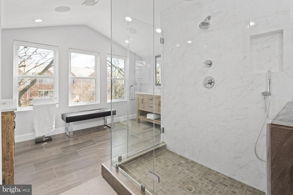 Spa-like master bath with heated floor - 1130 N UTAH ST, ARLINGTON