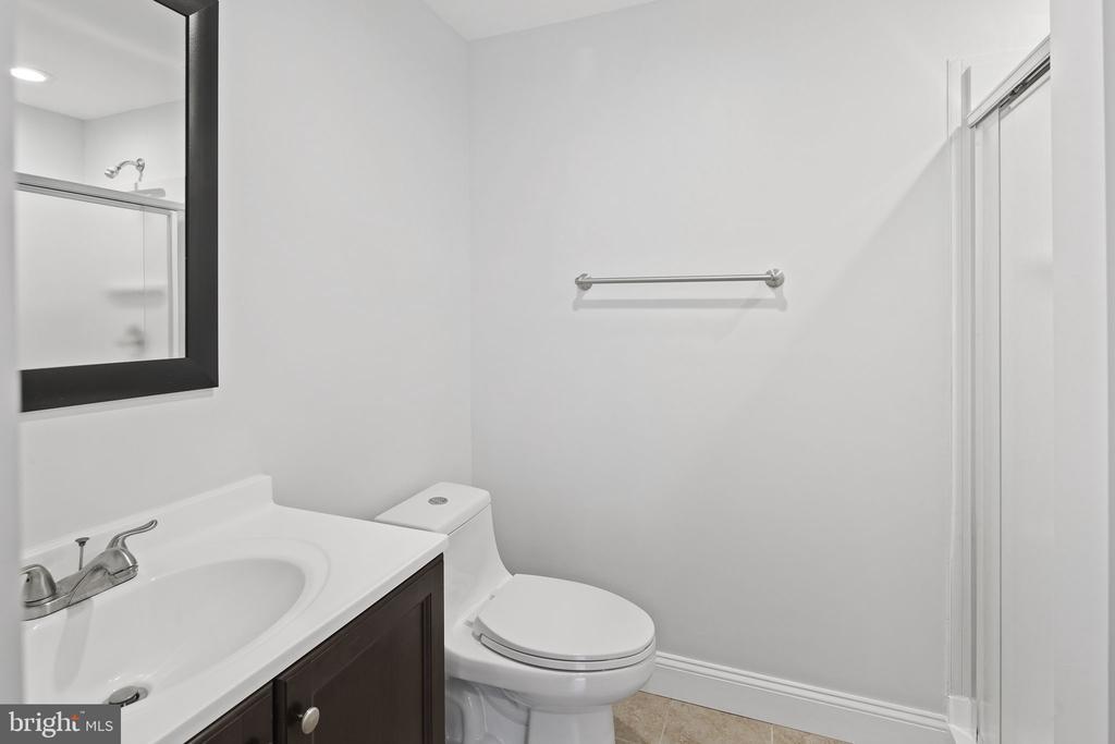 En-suite bathroom - 2nd bedroom - 1130 N UTAH ST, ARLINGTON