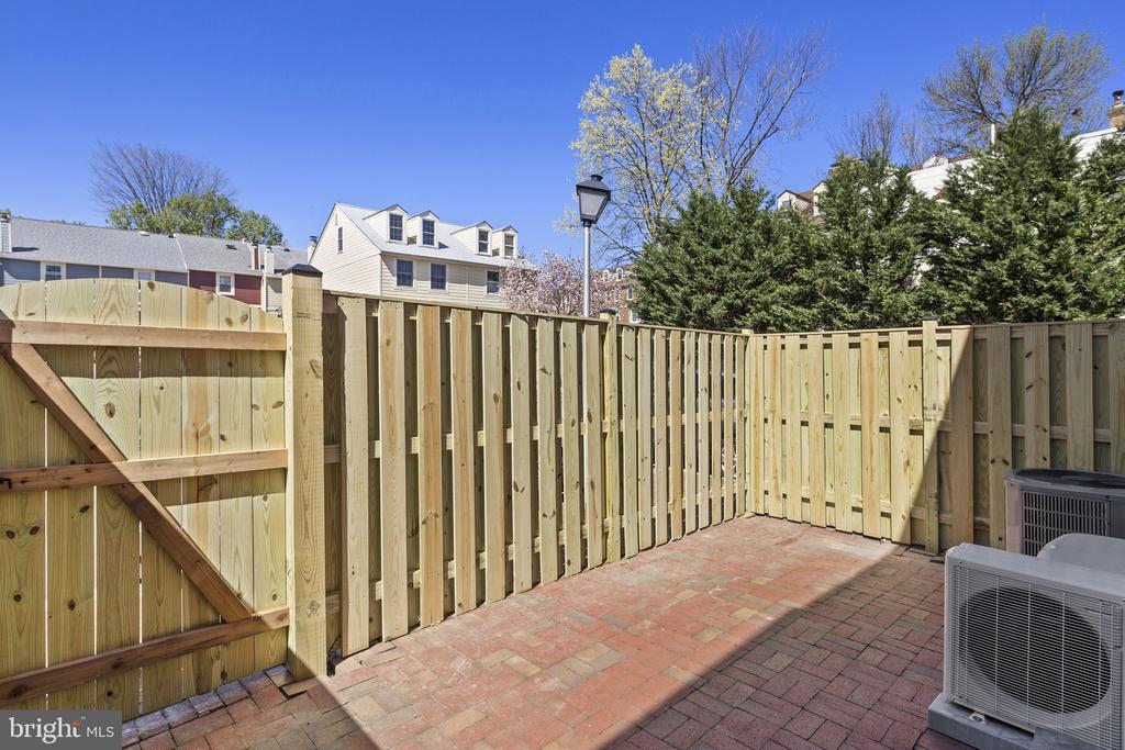 New fence - 1130 N UTAH ST, ARLINGTON