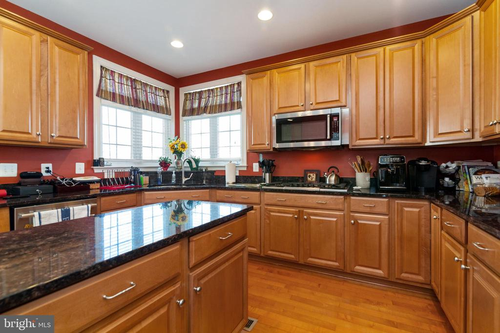 Enough work space for the chef in the family! - 32 PALISADES DR, STAFFORD