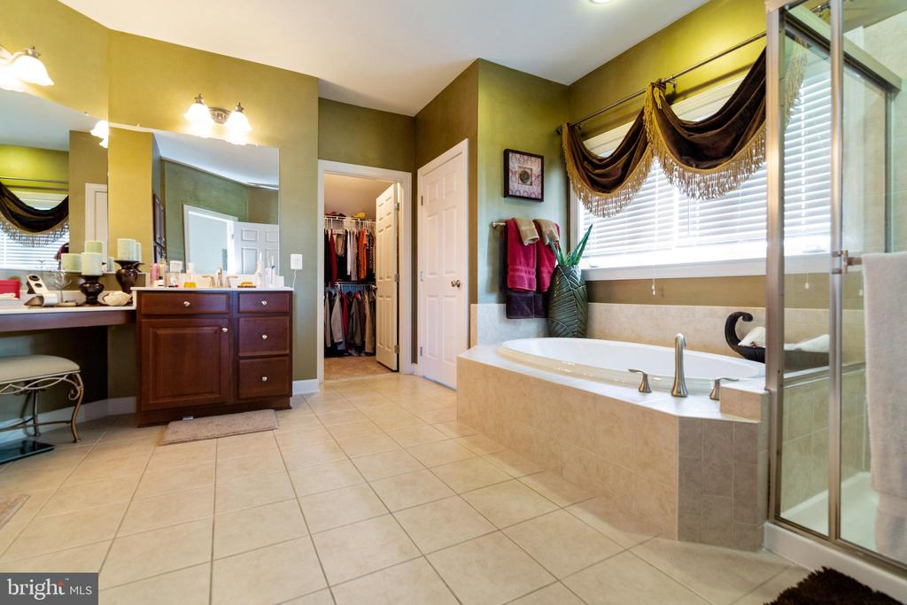 Soak and relax! Double vanities - 32 PALISADES DR, STAFFORD