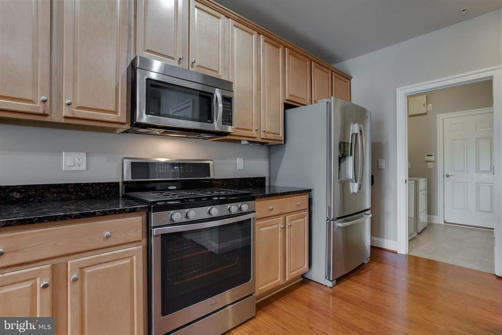Beautiful Stainless Appliances - 26 DENISON ST, FREDERICKSBURG