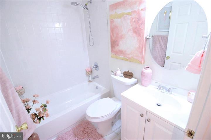 Lovely Updated Bath - 131 R ST NE, WASHINGTON