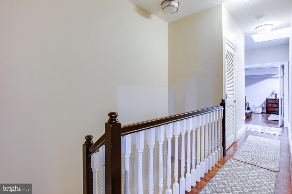 2nd Level hall way, w-d. skylight, 2nd en-suite - 1830 JEFFERSON PL NW #8, WASHINGTON