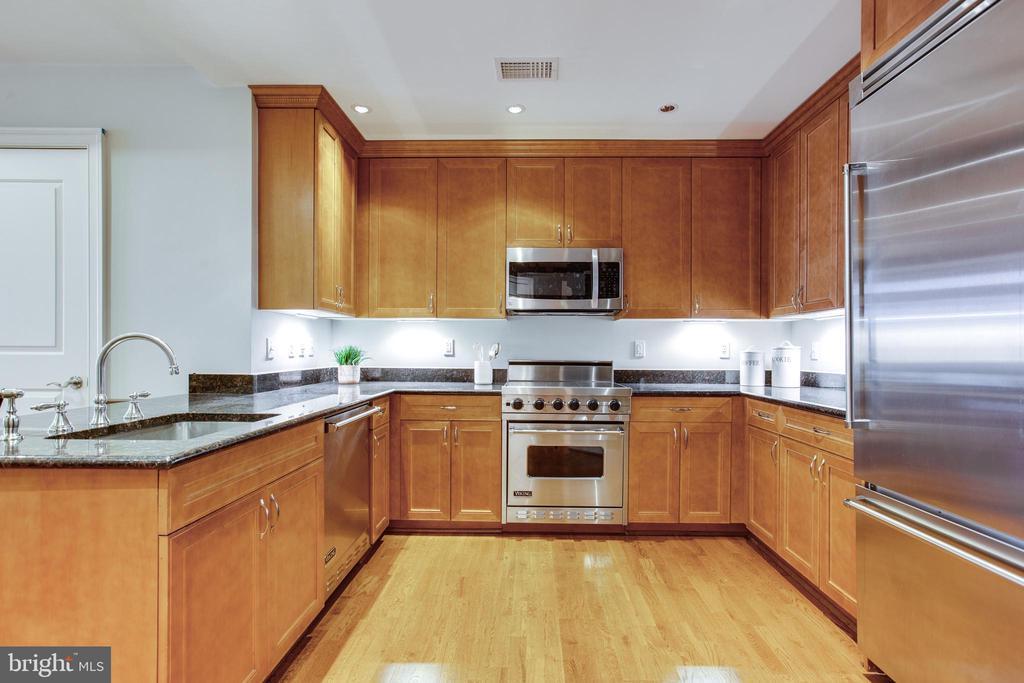 Chef's kitchen entrance - 1830 JEFFERSON PL NW #8, WASHINGTON
