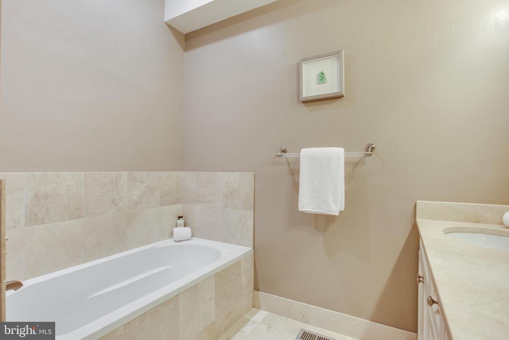 Master en-suite bath - 1830 JEFFERSON PL NW #8, WASHINGTON