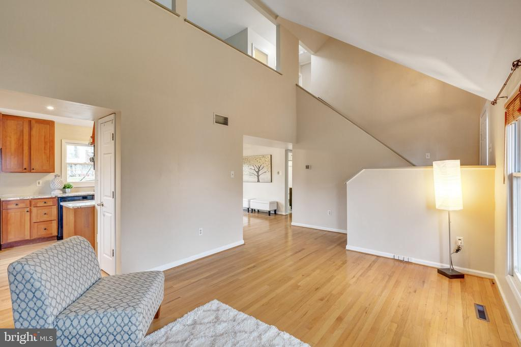 Gleaming hardwoods and cool architecture - 7163 MASTERS RD, NEW MARKET