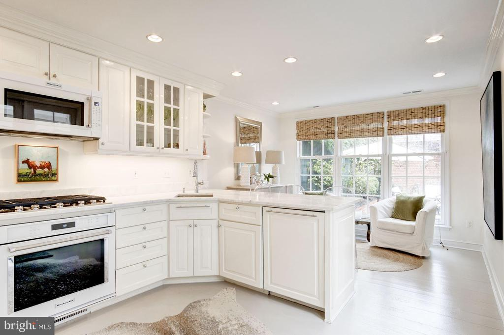 Main Level - Open Kitchen with Gas Cooking - 3017 P ST NW, WASHINGTON