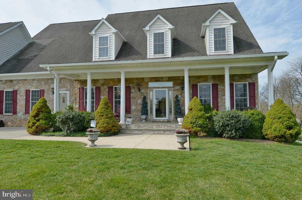 Lovely front porch entry - 40319 CHARLES TOWN PIKE, HAMILTON
