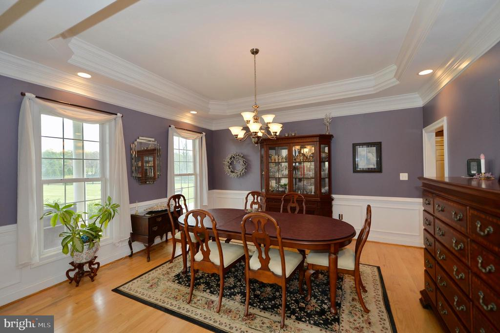 Traditional dining room with trey ceiling - 40319 CHARLES TOWN PIKE, HAMILTON