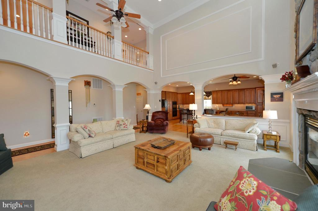 Great room view - archways to kitchen & hall - 40319 CHARLES TOWN PIKE, HAMILTON
