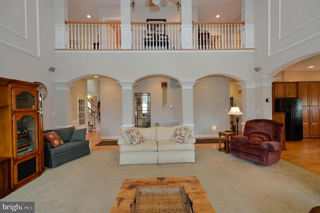 Great room view to upper level - 40319 CHARLES TOWN PIKE, HAMILTON