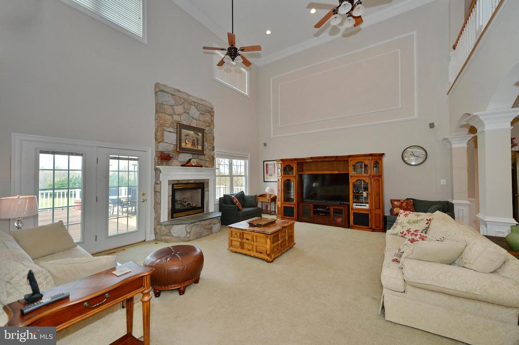 Great room view two with french doors to deck - 40319 CHARLES TOWN PIKE, HAMILTON