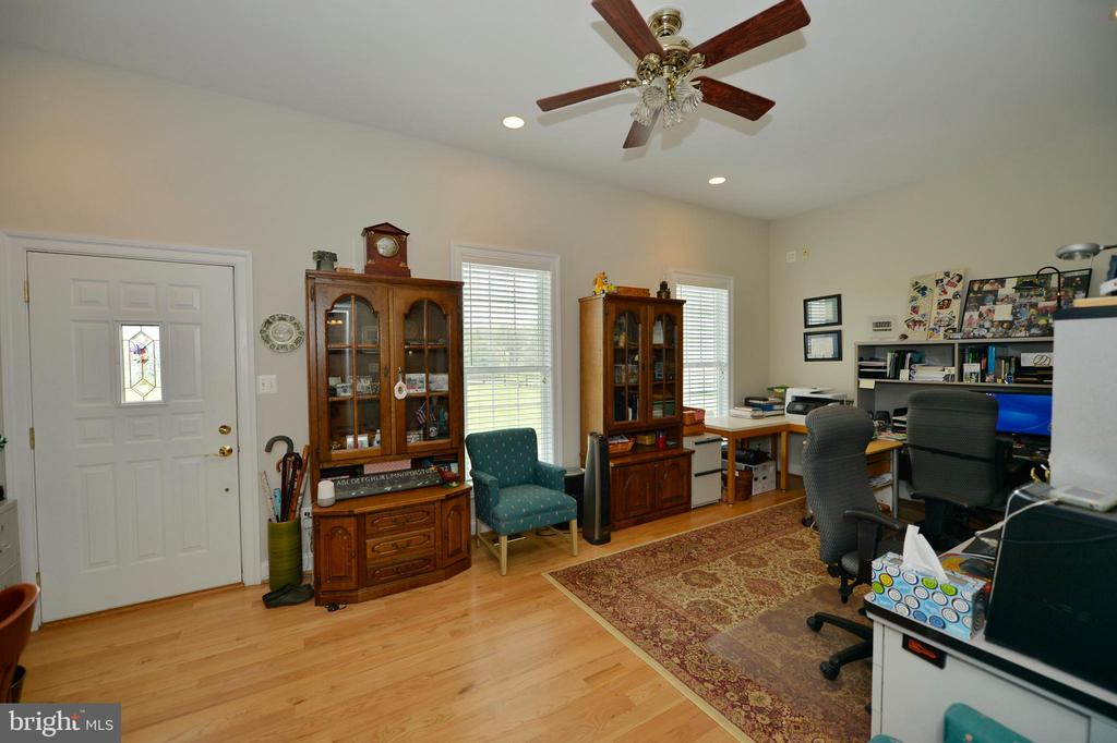 Huge office with separate front entrance - 40319 CHARLES TOWN PIKE, HAMILTON