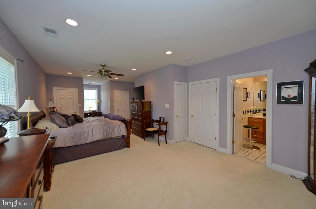 Upper level second master en-suite - 40319 CHARLES TOWN PIKE, HAMILTON