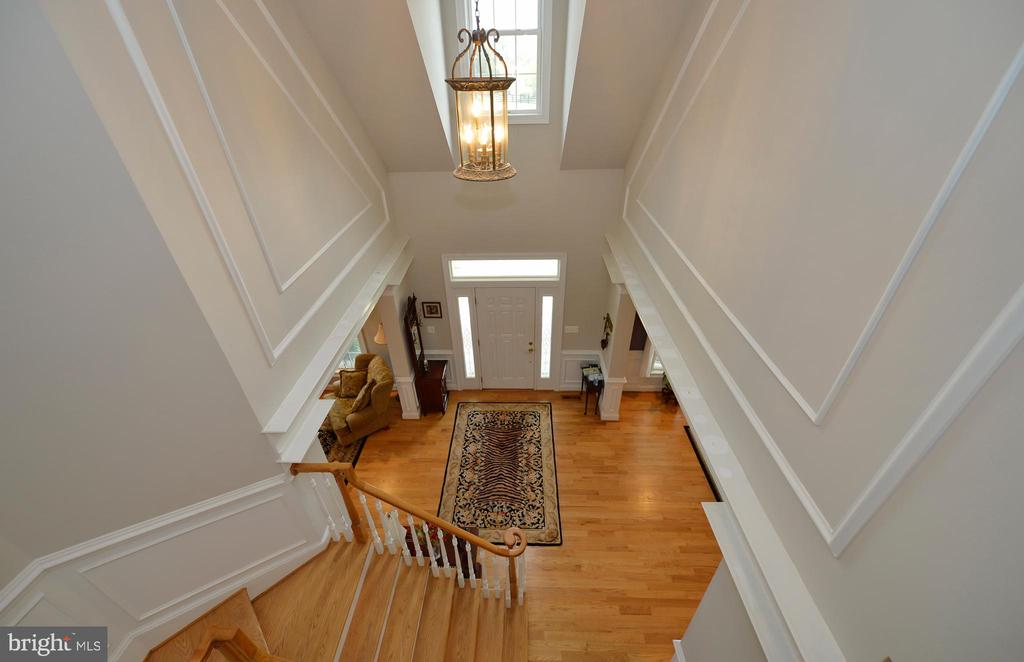 Upper level foyer overlook - 40319 CHARLES TOWN PIKE, HAMILTON