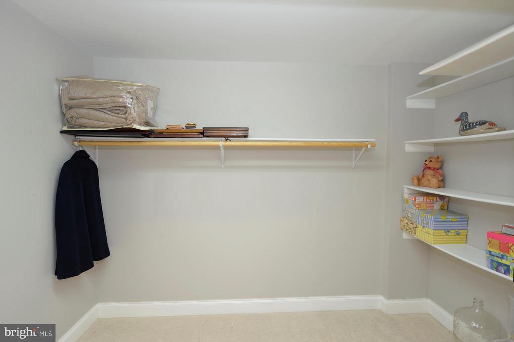 Master walk-in closet - 40319 CHARLES TOWN PIKE, HAMILTON
